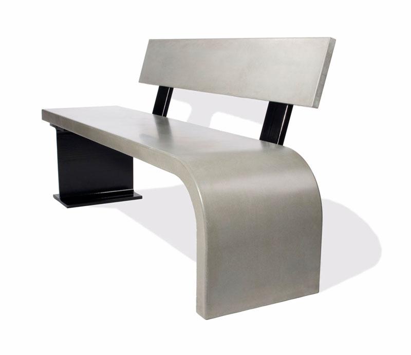 Скамейка бетонная со спинкой садовая или для парка.